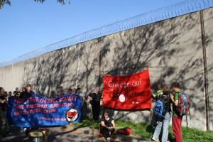Demonstration vor dem Abschiebegefängnis