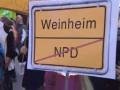 Blockaden gegen den NPD Bundesparteitag in Weinheim  Polizei setzt NPD-Parteitag mit massiver Gewalt durch. Letztes Wochenende fand der NPD Bundesparteitag in Weinheim statt. Gegen die Proteste wurde mit einem unverhältnismäßigen Polizeieinsatz reagiert. Neben Fußtritten mit voller Montur auf Kopfhöhe, war der Einsatz von Tonfas im Genick auf eine am bodenliegende Person das Gewaltrrepertoire der Polizei. Mittlerweile sind alle Personen […]